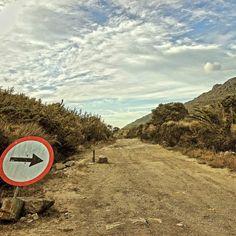 Fim de semana chegando. Muito caminho a percorrer. #abussolaquebrada #parquenacionaldeitatiaia #viagem #viajar #traveler #travel #trekking #fds #runway #freedom #ilovephoto #mochileiros #aventura #adventure #mochilao
