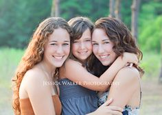 Preteen Photography, Sibling Photography Poses, Photo Poses, Photography Ideas, Family Generation Photography, Three Sisters Photography, Family Pictures What To Wear, Family Pics, Family Posing
