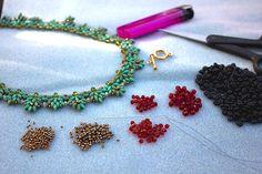 Dieses Angebot gilt für eine .pdf-Datei mit einer Anleitung, wie man eine Perlen Halskette mit Super Duo Perlen zu machen.  Schwierigkeitsgrad: