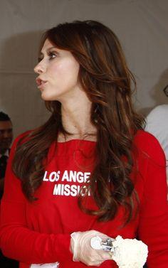 Jennifer Love Hewitt goes red