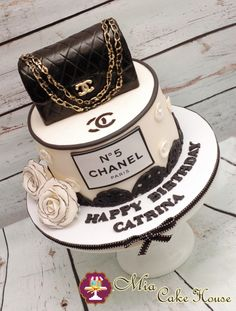 Chanel_black_and_white_Cake.jpg (454×600)
