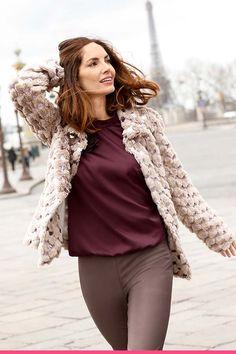 Fuskepelsjakke med paljetter Vest, Beautiful, Fashion, Scale Model, Moda, Fashion Styles, Fashion Illustrations
