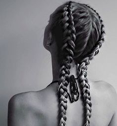 Braids are an element of beauty that never go out of fashion; however, although last year was the braids: classic, Bohemian, Dutch, shank, the truth is that what all the celebrities are wearing this year,