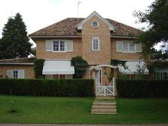 Condomínio Vivendas do Lago em Sorocaba Terreno: 780 M² A/C: 400 M² Casa maravilhosa, sala 3 ambientes, escritório, cozinha com armários, 4 suítes, tudo com armários, paisagismo, churrasqueira.