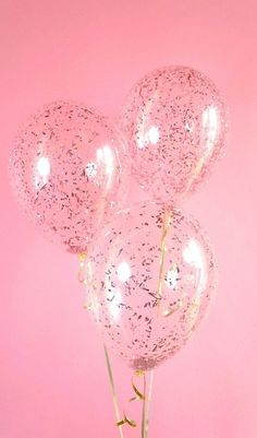 Take your party to a higher level with Rose Gold confetti balloons! Clear latex balloon filled with beautiful metallic rose gold confetti, Decoration Ballons Brilliantes, Latex Balloons, Balloon Balloon, Party Ballons, Gold Confetti Balloons, Glitter Confetti, Pink Balloons, Glitter Top, Gold Glitter