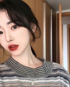 """ me and you , you and me , we are happy family "" Ulzzang Short Hair, Ulzzang Korean Girl, I Love Girls, Sweet Girls, Cute Girls, Korean Beauty, Asian Beauty, Korean Makeup, Skinny Girl Body"