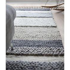 Instagram media houtmerk - Ken je de vloerkleden van @perlettacarpets al? Van de mooiste kleuren wol worden stevige, duurzame kleden geweven. In de #houtmerk showroom hebben we kleuren wolstrengen en stalen beschikbaar.