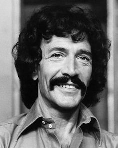 Peter Wyngarde ( Jason King )