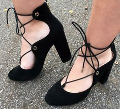 Holiday Trends: Fluff    OOTN    Lace-up pumps