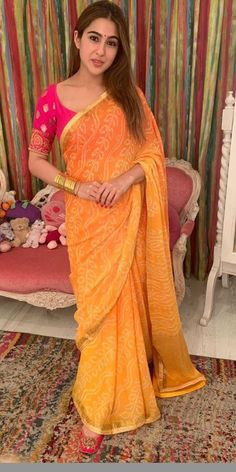 Indian Fashion Dresses, Dress Indian Style, Indian Designer Outfits, Indian Outfits, Saree Fashion, Indian Wear, Pattu Saree Blouse Designs, Choli Designs, Sarees For Girls