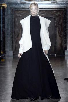 Gareth Pugh Fall 2013 Ready-to-Wear Fashion Show - Melissa Tammerijn