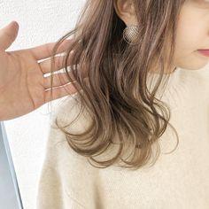 ミルクティーベージュ? 柔らかさのありすぎる贅沢カラー❣️ Design Color, Crazy Hair, Haircolor, Curly Hair Styles, Hairstyle, Hair Cuts, Hair, Hairdresser, Wacky Hair