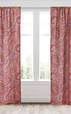 Pour réchauffer une pièce avec un rideau motif Paisley osez la couleur et les motifs bien étendus pour attirer le regard : Ça marche à coup sur ! #astucedeco #rhinov #rideau #paisley #cachemire