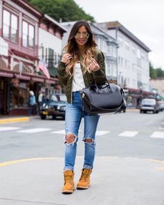 meine Mode timberland boots stylen outfit jeans momber khaki military a good drink o Tims Outfits, Outfits Damen, Mode Outfits, Outfit Jeans, Casual Outfits, Fashion Outfits, Womens Fashion, Fashion Shoes, Outfit With Timberlands