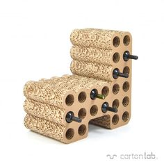 Wat: Botellero stoel Ontwerper/fabrikant: Carton lab Herkomst: Spanje  Materiaal: Karton Prijs: €235,00