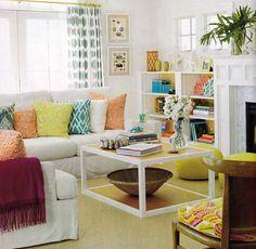 Decoração de sala de estar colorida