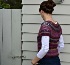 Crochet top down cardigan - free pattern made out of self stripping yarn!