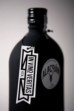 Two nice bottles by Sociedad Anónima a mexican studio. The black one that contain Tequila was the first designed, then the studio designed the white one with Mezcal. A superb casing with a soft-touch texture for the brand Autentico Alacrán.