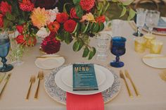 / Pin curated by Pretty Planner Weddings & Events www.prettyplannerweddings.com /Glamping Resort Wedding up on Green Wedding Shoes! | Pictured: Fleur-de-lis Charger, Gold Flatware, Dark Blue Goblet, Pressed Glass Goblet, Czech Flute Trio// Casa de Perrin