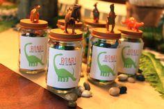 CREATE STUDIO: DIY Dinosaur Party Favors