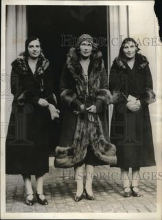 1930 Press Photo Queen Victoria of Spain and her daughters in London.