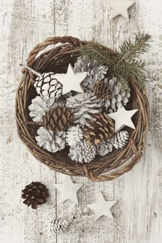 stars + pine cones, how pretty.white stars and pine cones! Nordic Christmas, Natural Christmas, Noel Christmas, Country Christmas, All Things Christmas, Winter Christmas, Vintage Christmas, Christmas Feeling, Woodland Christmas