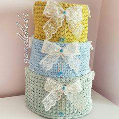 Penye sepet Crochet Baskets, Knit Basket, Rag Rugs, Crochet Patterns, Christmas Decorations, Container, Knitting, Box, Tricot