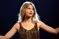 (Taylor Swift Latest) See Taylor Swift dressed as the 'yellow pregnant alien' from