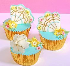 Festive Summer Fan and Umbrella Cupcakes
