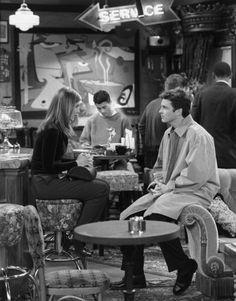 Friends ~ Episode Photos ~ Season Episode The One with the Tiny T-Shirt Friends Season 3, Friends Episodes, Best Tv Shows, Best Shows Ever, Jennifer Aniston, Seasons, Couple Photos, Shirt, Books