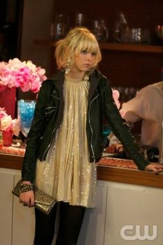 Gossip Girl Fashion.  Never watched this, but I love her outfit!