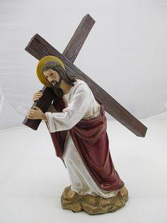 Jesus trägt sein Kreuz- Die Figur aus Polyresin/Kunststein ist von hervorragender Qualität, frostsicher, und auch für den Außenbereich geeignet, sollte aber dann etwas geschützt stehen.