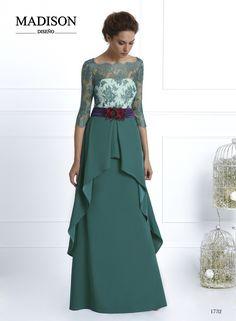 #Vestido largo de #fiesta de #Madison confeccionado en crepe, mezclando…