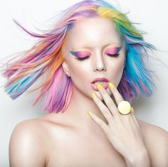 Hairy Styles: 16 Insanely Gorgeous Rainbow Hair Looks That You W. Spring Hairstyles, Quick Hairstyles, Rainbow Hairstyles, Hairstyles Haircuts, Pelo Multicolor, Best Hairdresser, Bright Hair Colors, Hair Colours, Bright Eyes