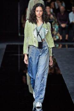 Emporio Armani Spring 2020 Ready-to-Wear Fashion Show - Vogue Fashion Week, Fashion 2020, Look Fashion, Runway Fashion, Spring Fashion, High Fashion, Fashion Design, Fashion Trends, 50 Fashion