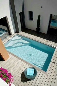Stock Tank Swimming Pool Ideas, Get Swimming pool designs featuring new swimming pool ideas like glass wall swimming pools, infinity swimming pools, indoor pools and Mid Century Modern Pools. Find and save ideas about Swimming pool designs. Small Backyard Design, Backyard Pool Designs, Small Backyard Landscaping, Backyard Ideas, Pool Backyard, Landscaping Ideas, Garden Design, Oberirdischer Pool, Acreage Landscaping