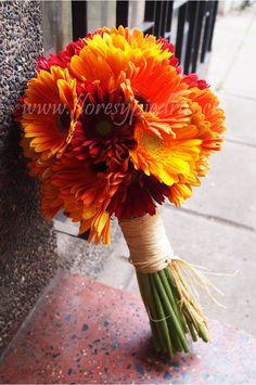 Ramo de Novia con gerberas tonos naranjos Diseño Flores y Piedras www.floresypiedras.cl