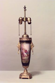 French Victorian lighting table lamp porcelain