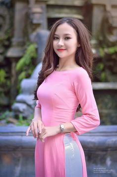 All sizes | 2017-02-15_04-18-51 | Flickr - Photo Sharing! Vietnamese Traditional Dress, Vietnamese Dress, Traditional Dresses, Ao Dai, Beautiful Asian Women, Sexy Asian Girls, Sexy Outfits, Asian Woman, Asian Beauty