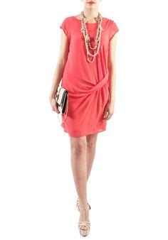Stasera voglio essere super #chic!Abito in georgette corallo con riprese sul fianco e #pizzo sul retro!#fashion #moda #shopping