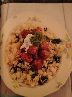 Jamie Oliver 15 minute Swedish meatballs with spinach rice. I used currant jelly, since it is what I had. Quick Recipes, Quick Meals, Meat Recipes, Cooking Recipes, Healthy Recipes, Jamie's 15 Minute Meals, 15 Min Meals, Jamie Oliver 15 Minute Meals, Spinach Rice