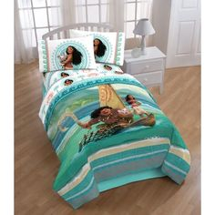 Redesign your child's bedroom with this fun bedding set featuring Disney's Moana film. Available for twin size mattresses, this bedding features images of Moana and Pua the Pig across an ocean colored