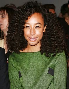 Bailey Rae's lush, lavish curls at London Fashion Week make this our favorite hairstyle of the week!