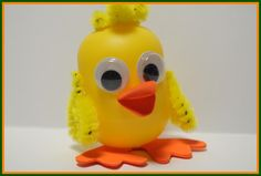 This Kinder Egg duck craft is the perfect Spring kids craft! Take an empty Kinder surprise egg and turn it into a lovable duck! Duck Crafts, Egg Crafts, Crafts To Do, Animal Crafts For Kids, Easter Crafts For Kids, Diy For Kids, Egg Toys, Plastic Eggs, Easter Activities