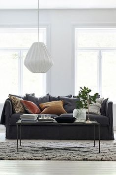 Simple Living Room, Condo Decorating, House Smells, Interior Exterior, Living Room Interior, Interior Design Inspiration, Couch, Decoration, Living Spaces