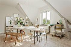 El pequeño apartamento encantador de techos altísimos.