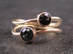 Unika ring i 18 karat guld med safire