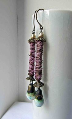 Tutorial Tuesday: Wrapped column earrings leads to a website that supports different bead makers. pretty cool stuff