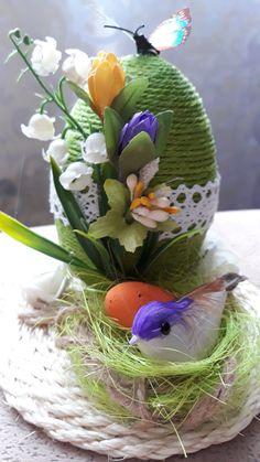 Easter Flower Arrangements, Easter Wallpaper, Newspaper Crafts, Easter Crochet, Egg Art, Easter Holidays, Egg Decorating, Easter Wreaths, Spring Crafts