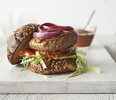 Master the thrill of the grill with a cheese-stuffed burger that is sure to satisfy. Epicure Recipes, Cooking Recipes, Grill Time, Yummy Eats, Salmon Burgers, Healthy Cooking, Clean Eating, Good Food, Ethnic Recipes
